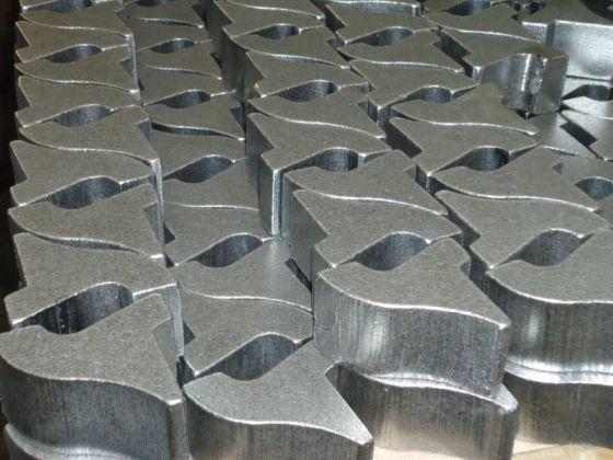 Image pièces acier oxycoupées avec finition ébavurage